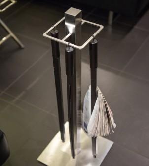 Zeitungsständer Design für Cafés oder Hotels aus Edelstahl