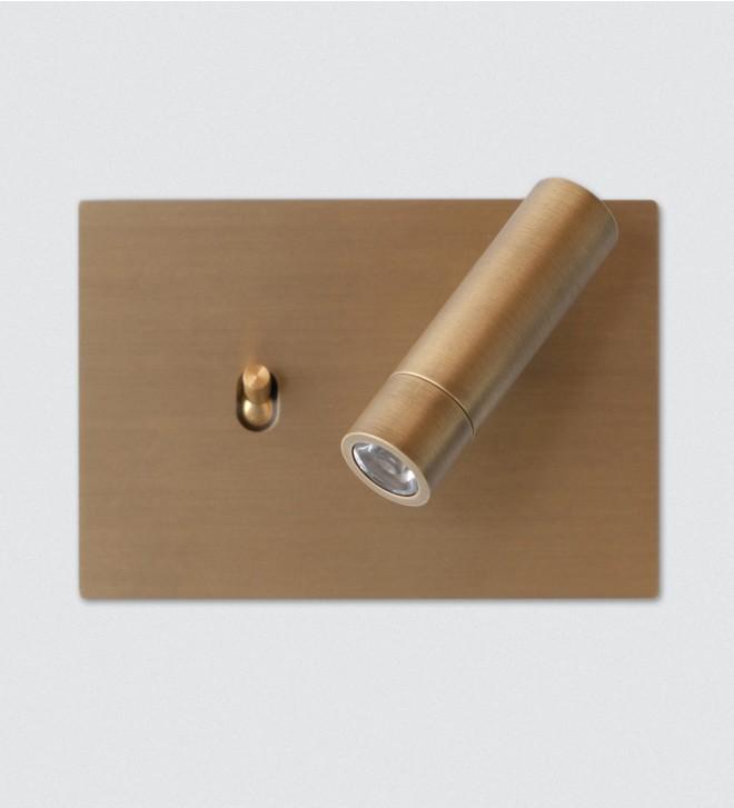 Abdeckrahmen mit Schalter und Leselampe