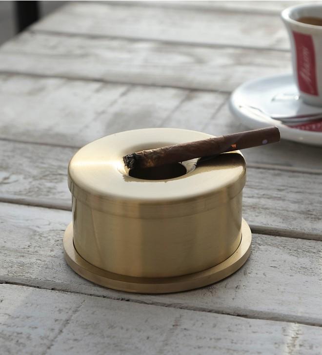 Tischaschenbecher aus Messing