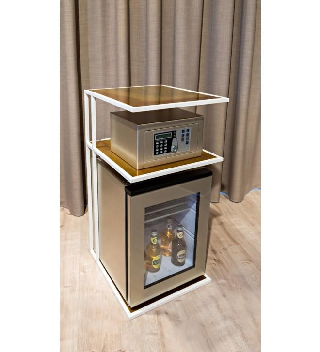 Möbel für Minibar und Safe