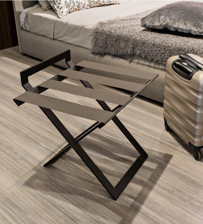 Kofferablage für Hotelzimmer