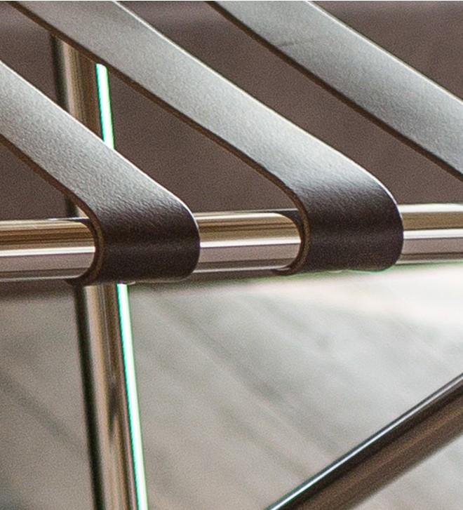 Kofferständer 'Tube-Lux' aus rundem Metallprofil