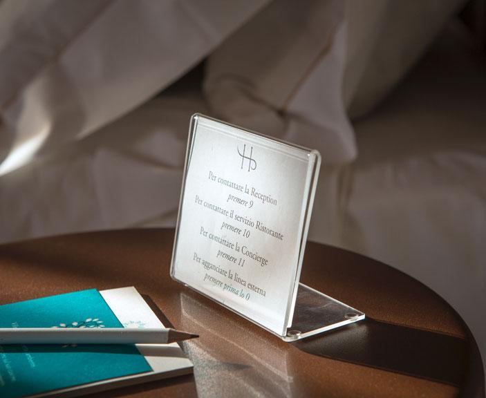 Tischständer restaurant und hotel von Apir
